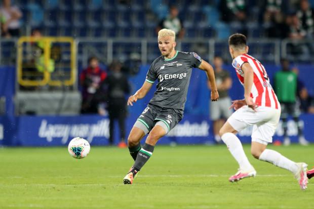 Patryk Lipski ma umowę z Lechią ważną jeszcze przez jeden sezon. Gdański klub ustalił jednak warunki transferu i chce sprzedać piłkarza do Piasta Gliwice. W poniedziałek pomocnik przejdzie testy medyczne.
