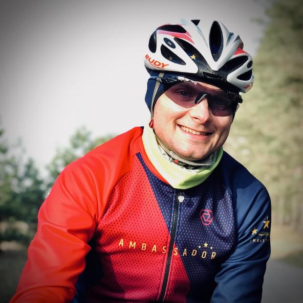 Sebastian Gruszka przejedzie 2 tys. km w 10 dni, aby wspomóc zbiórkę pieniędzy dla poszkodowanych kolarek.