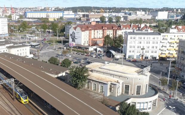 Od ponad dwóch lat Dworzec Podmiejski SKM w Gdyni czeka na wyłonienie wykonawcy remontu.
