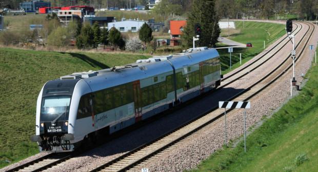 Więcej pociągów PKM w dni robocze ma pozwolić na rozładowanie tłoku w pociągu.
