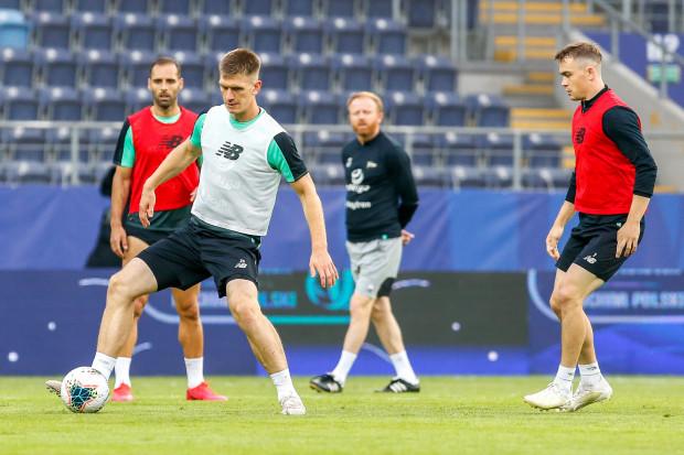 Piłkarze Lechii Gdańsk wrócili do treningów. W sobotę 8 sierpnia zagrają w Warszawie sparing z Rakowem Częstochowa.
