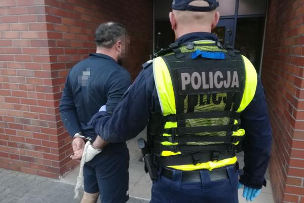 Kierowca porsche usłyszał szereg zarzutów. 45-latek przyznał się do winy.
