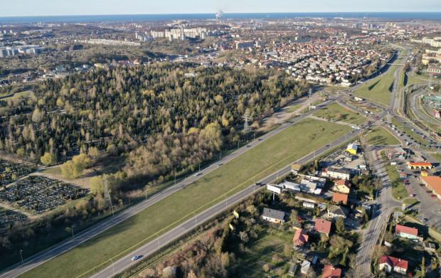 W pierwszej kolejności powstanie dokumentacja dla cmentarza Łostowickiego, który powiększy się o teren przyległy do skrzyżowania al. Armii Krajowej (Trasa W-Z) i ul. Łostowickiej.