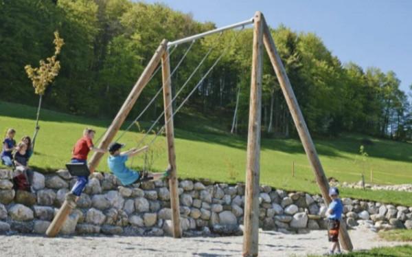 Jedną z atrakcji na placu zabaw dla dorosłych ma być duża huśtawka.