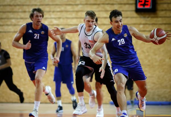 Koszykarze Trefla Sopot i Asseco Arki Gdynia sparowali w Ergo Arenie.