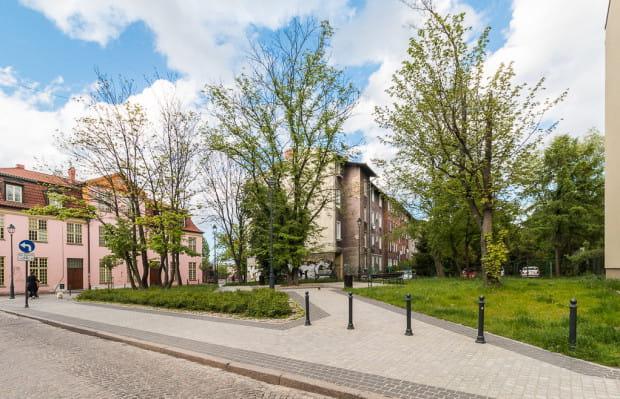 Skwer we Wrzeszczu, którego patronem mógłby zostać Piotr Dwojacki. Decyzja w tej sprawie leży w rękach władz miasta. Od maja jednak nic się w tej prawie nie zadziało.