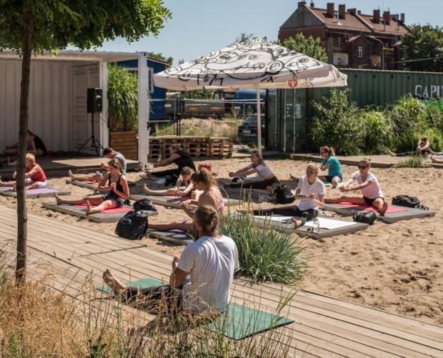W weekend nie zabraknie darmowych zajęć z jogi na świeżym powietrzu. Odbędą się m.in. na 100czni.
