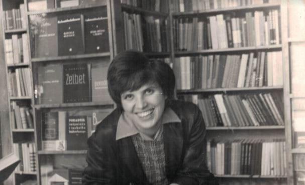"""""""Panią Danusię"""" pokolenia poznały jako założycielkę i współwłaścicielkę księgarni """"Edukacja""""."""