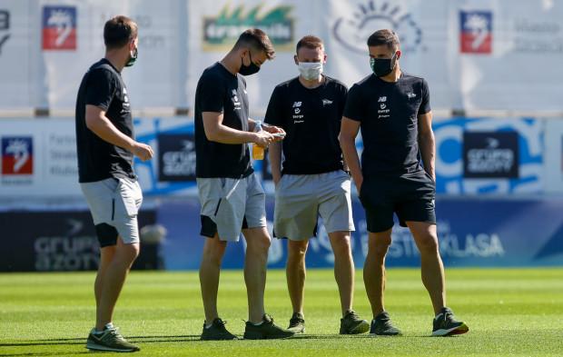 Lechia przeprowadziła piłkarzom testy na koronawirusa z własnej inicjatywy. Niestety, zanim podano wyniki, biało-zieloni zdążyli odbyć pierwsze zajęcia w grupach.