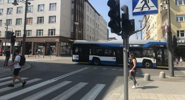 Na skrzyżowaniu z ul. Armii Krajowej nadal pozostaje wyłączona sygnalizacja świetlna.