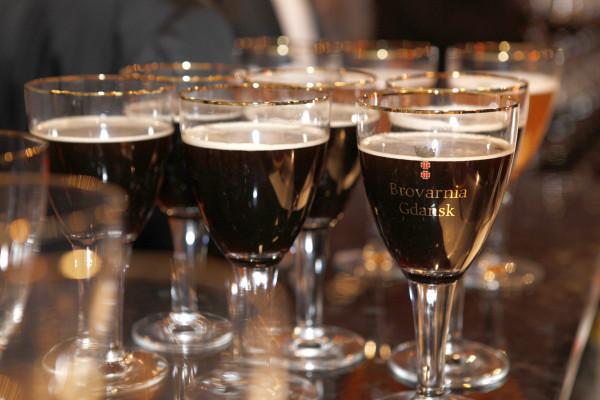 Brovarnia oferuje wyjątkową atrakcję w postaci możliwości zakupu drewnianych beczek piwa o pojemności 10 litrów. Z pomocą obsługi  można dokonać uroczystego odbicia beczki, po czym goście sami mogą napełnić swoje kufle trunkiem.