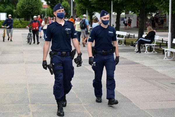 Policjanci przez cały weekend przeprowadzali w Sopocie kontrole związane z przestrzeganiem obostrzeń związanych z pandemią koronawirusa.