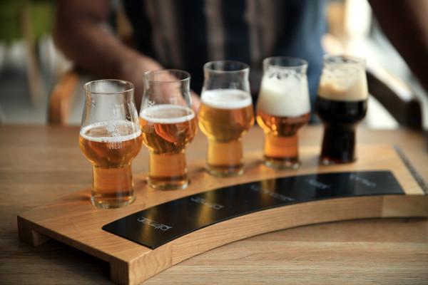 Bière Gourmand, czyli deska degustacyjna z pięcioma rodzajami piwa wytwarzanymi w browarze Vrest, cieszy się dużą popularnością.