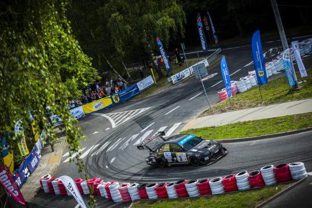 """""""Monte Carlo wyścigów górskich"""", czyli samochodowe ściganie na leśnym odcinku z Sopotu do gdyńskich Karwin to niezwykle lubiane zawody przez topowych kierowców w naszym kraju."""