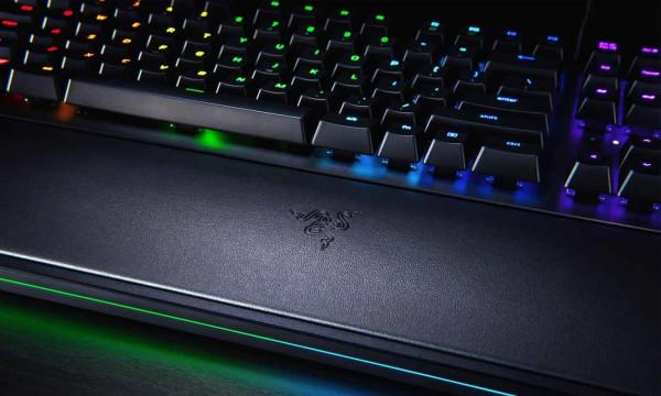 Razer Hunstman Elite - droższa wersja testowanej klawiatury, wyposażona w miękką podkładkę pod nadgarstki