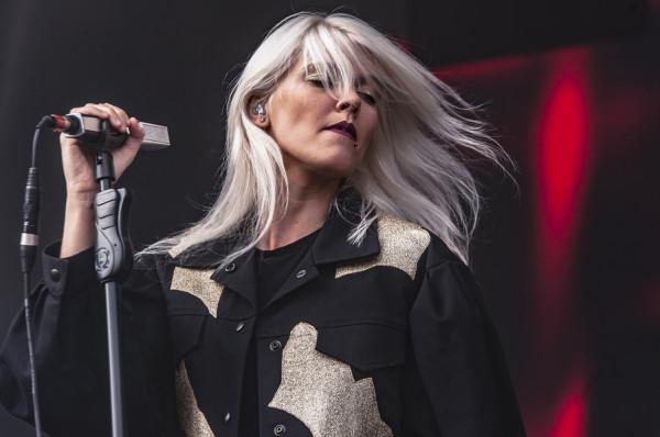Jej utwory podbijają listy przebojów, a teledyski zdobywają tysiące  wyświetleń. Na zdjęciu: Daria Zawiałow podczas koncertu w Gdyni w 2018 roku.