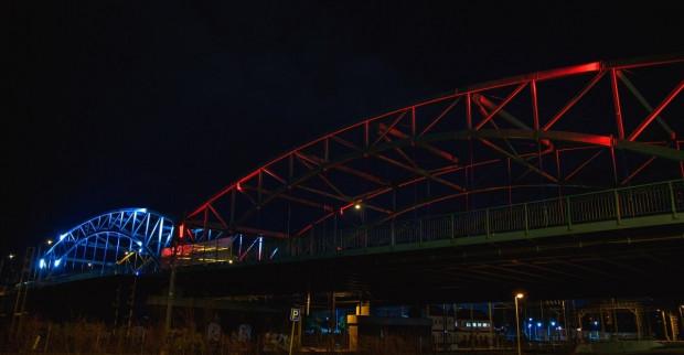Jednym z obiektów podświetlonych w historyczne barwy Białorusi - których używa antyłukaszenkowska opozycja - jest widoczny na zdjęciu most w ciągu ul. Kościuszki we Wrzeszczu.