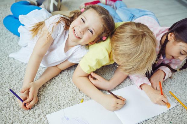 Wiele dzieci czeka na swoją szansę, na ciepło, na miłość, na dom. Jak im pomóc?