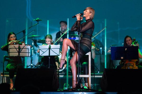 """Trudno chyba byłoby znaleźć osobę, która nie mogłaby zanucić słynnej piosenki """"Orła cień"""". Na zdjęciu: koncert Varius Manx i Kasi Stankiewicz w Starym Maneżu, 2018 rok."""