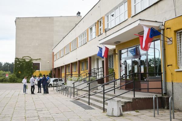 Do 18 sierpnia kandydaci muszą potwierdzić wolę przyjęcia do szkoły.