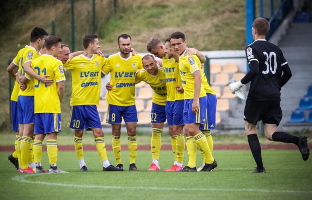 Piłkarze Arki Gdynia mogą poczekać na inaugurację sezonu w I lidze.