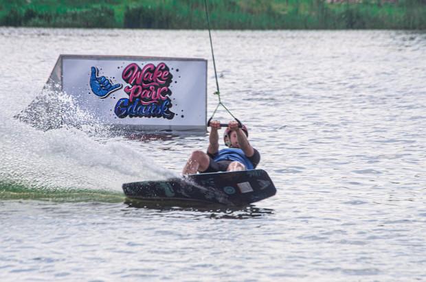 Wake Park znajduje się nad jeziorem Kielno, w odległości ok. 5 km od Obwodnicy Trójmiasta i ok. 24 km od centrum Gdańska.