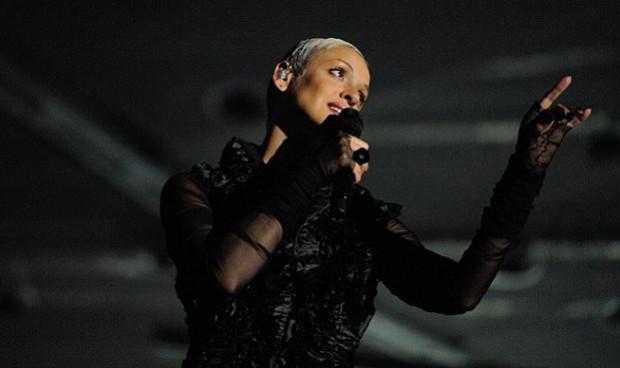 """""""Magnetyczny, magiczny, diamentowy"""". Tak fani określali głos portugalskiej gwiazdy Marizy, która zaśpiewała w Gdyni w 2011 roku."""