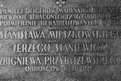 Tablica pamiątkowa na kościele pw. św. Michała Archanioła na Oksywiu w Gdyni.