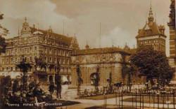Przed Bramą Wyżynną, w miejscu gdzie obecnie jeżdżą tramwaje, na początku XX wieku był ogród botaniczny.