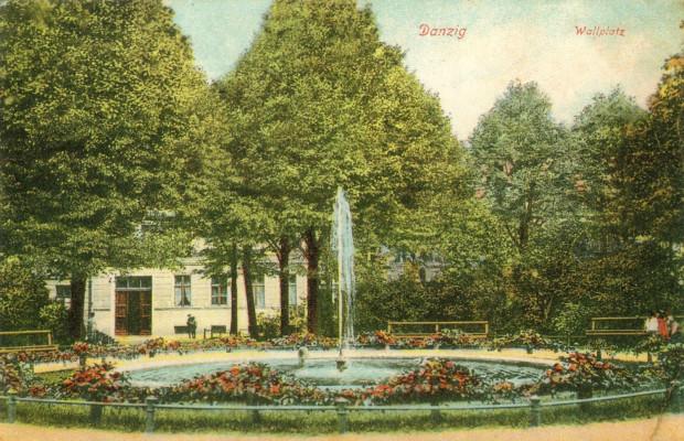 Choć trudno będzie to sobie wyobrazić, powyższa rycina przedstawia fontannę na Placu Wałowym z początku XX wieku.