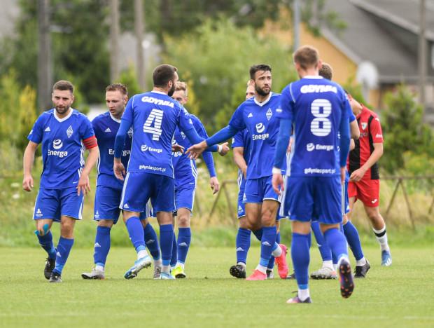 Mateusz Goerke (drugi z lewej) uważa, że Bałtyk Gdynia musi teraz potwierdzić formę z meczów wyjazdowych w pierwszym domowym spotkaniu w tym sezonie.