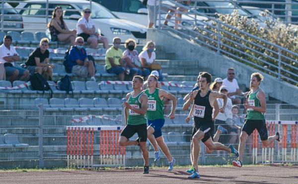 Finisz biegu na 400 metrów, w którym padł najlepszy tegoroczny rezultat w Europie do lat 18.