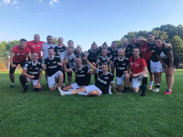 Tak cieszyły się piłkarki APLG z pierwszego zwycięstwa w ekstralidze kobiet.