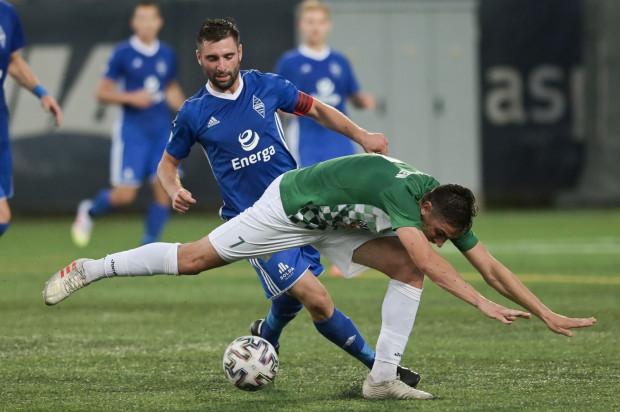 Piłkarze Bałtyku (niebieskie stroje) zdobyło siedem punktów w trzech meczach.