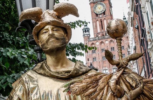 Na ulicach Gdańska, z okazji zakończenia jarmarku, będzie można spotkać w niedzielę wiele barwnych postaci.