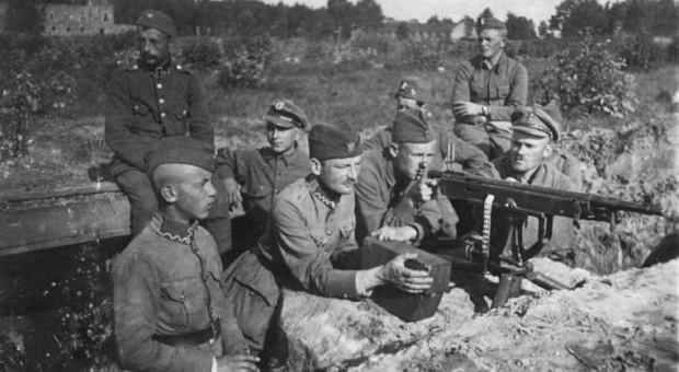 Wojnę z bolszewikami prowadzono na lądach i rzekach.