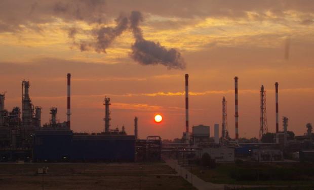 CEMS, oprócz analizy pracy rafinerii w różnych warunkach, pozwala wykryć ewentualne zagrożenia.