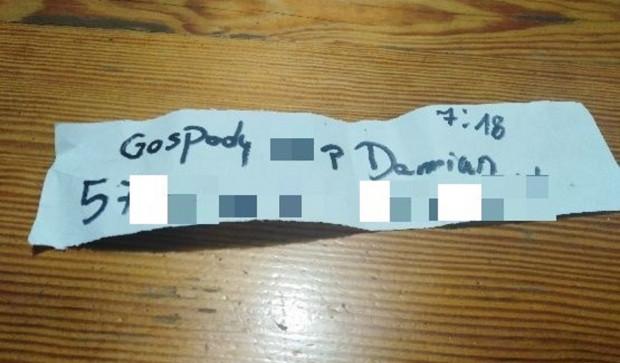 80-latek dostał od mężczyzny kartkę z numerem telefonu, pod który nie można się dodzwonić.