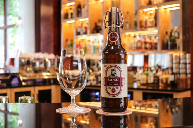 W barze hotelu Haffner, poza nowoczesnym menu inspirowanym kuchnią świata, znajdziemy ciekawe drinki, wyselekcjonowane whisky oraz rzemieślnicze piwa od lokalnych dostawców.