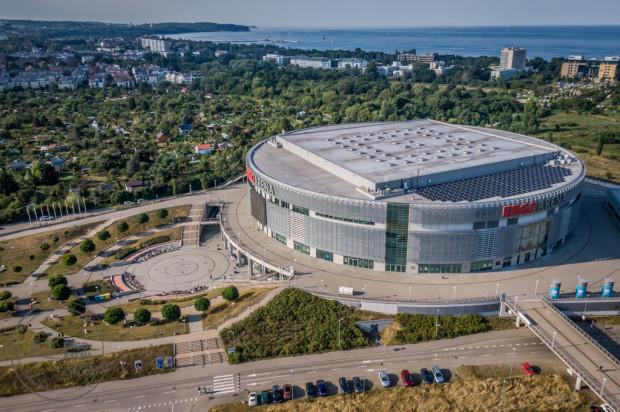 Ergo Arena znajduje się idealnie na granicy Gdańska i Sopotu. Do morza jest stąd w linii prostej zaledwie kilometr.