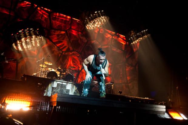 Koncert zespołu Rammstein w listopadzie 2011 r. Podczas występu muzyków zza Odry nie mogło zabraknąć wielu efektów pirotechnicznych.