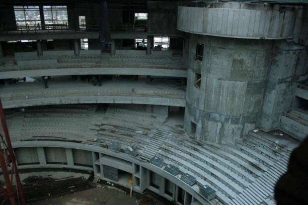 Budowa hali trwała ponad trzy lata i pochłonęła ok. 350 mln zł.