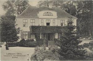 Historyczna pocztówka z ok. 1900 r. przedstawiająca oliwski dwór.