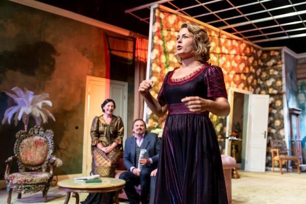 """Premiera spektaklu """"Żabusia"""" w reżyserii Jarosława Tumidajskiego już 22 sierpnia. Na pierwszym planie: Agata Bykowska, próba medialna spektaklu."""