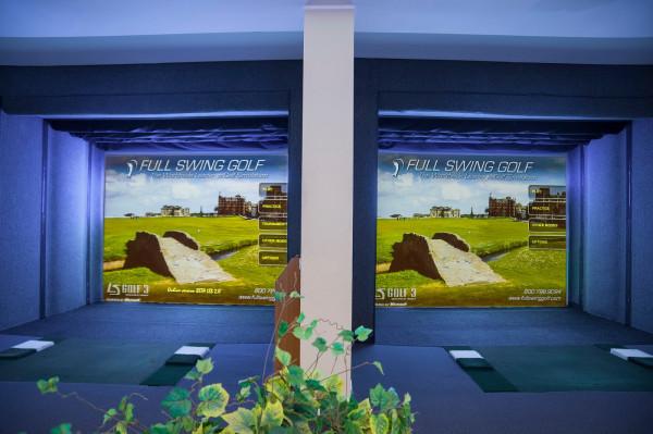 W Golf Park City w Gdyni, gdzie znajdują się dwa symulatory golfowe, umieszczone wewnątrz budynku, i strzelnica golfowa (Driving Range), wyposażona w dziewięć samodzielnych i zadaszonych stanowisk treningowych.