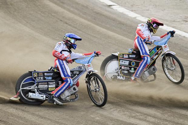 Gdańscy juniorzy w środę w Toruniu rozpoczną drogę do finału DMPJ. Na zdjęciu Karol Żupiński (z lewej) i Alan Szczotka (z prawej).