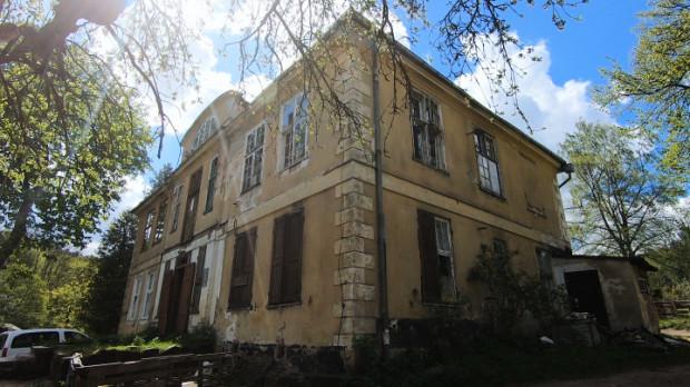 Dwór Ernsttal w Oliwie niszczeje od lat.