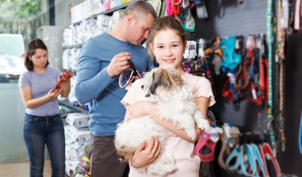 Zakupy w centrum handlowym z psem są coraz łatwiej dostępne.