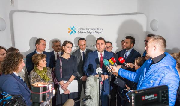 Konferencja prasowa 12 lutego, podczas której zapowiedziano wprowadzenie wspólnego biletu w cenie 150 zł już od 1 lipca. Pandemia koronawirusa pokrzyżowała te plany samorządowców.