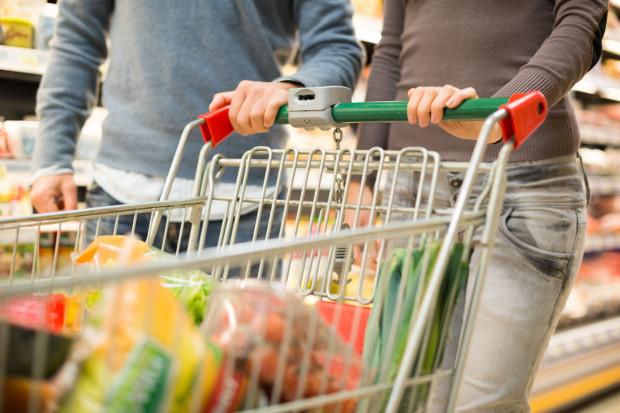 Większość z nas chciałaby powrotu możliwości robienia zakupów w niedzielę.